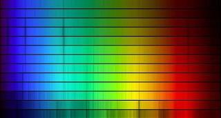 Es así cómo se ven los espectros de varias estrellas, con líneas de absorción y líneas de emisión. De esta forma se determina la composición química de una estrella