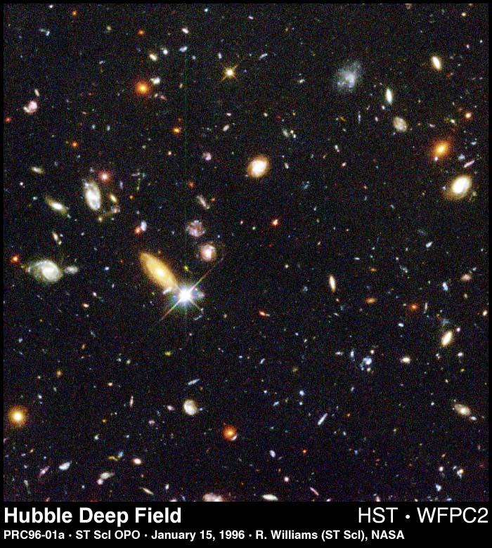 Imagen capturada por el telescopios espacial Hubble mirando galaxias muy lejanas.