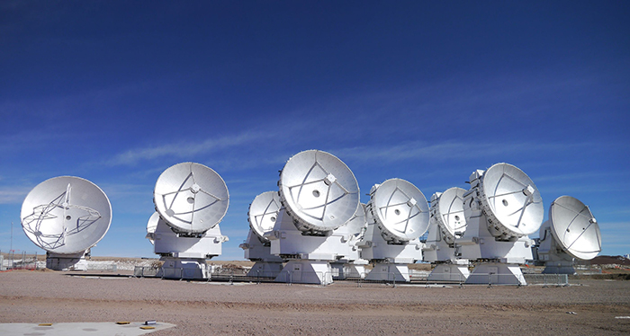 Conversación sobre crear instrumentos astronómicos desde Chile para mejorar la capacidad de los telescopios de nueva generación. En particular hablamos de un radiómetro de vapor de agua para mejorar los radiotelescopios. Converso con la gente del Centro para Instrumentación Astronómica CEPIA del departamento de Astronomía de la Universidad de Concepción.