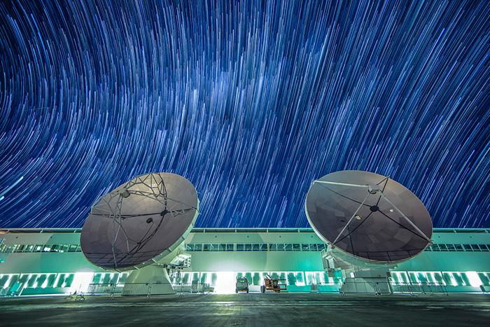 ¿Cómo se comunican los grandes descubrimientos astronómicos de ALMA?¿Qé actividades realizan para todo público? En este episodio especial converso con Nicolás Lira sobre educación y comunicación, desde los descubrimientos y sus comunicados de prensa hasta el desafío de explicar la radioastronomía a los niños. Analizamos el presente y futuro del proyecto ALMA.